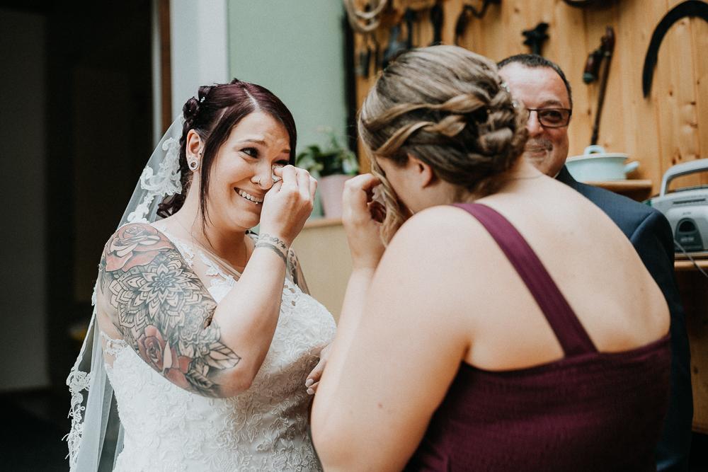 Braut und Trauzeugin