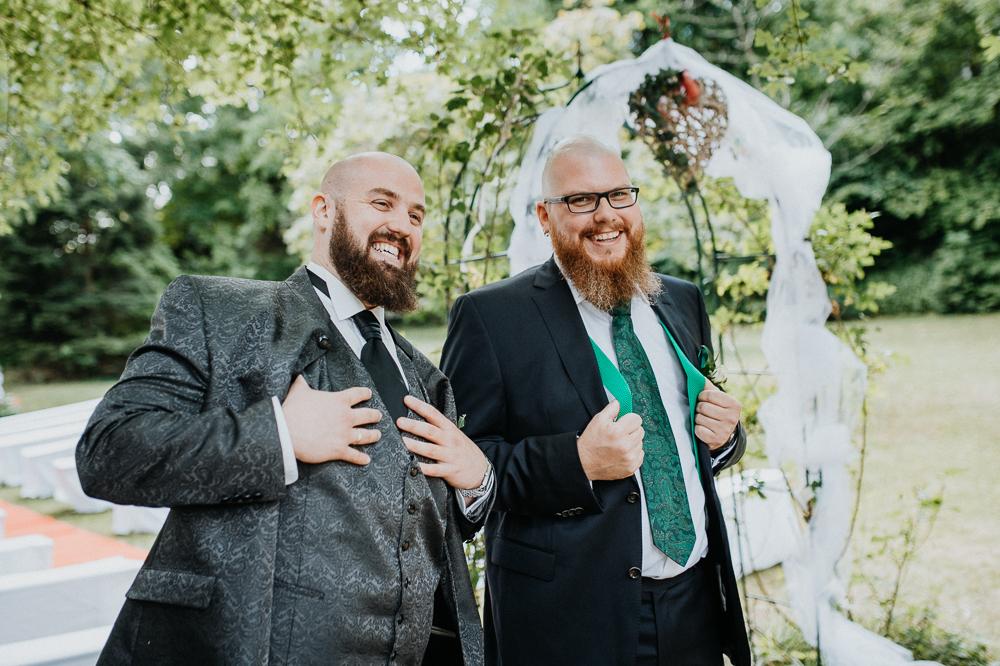 Bräutigam mit Trauzeugen