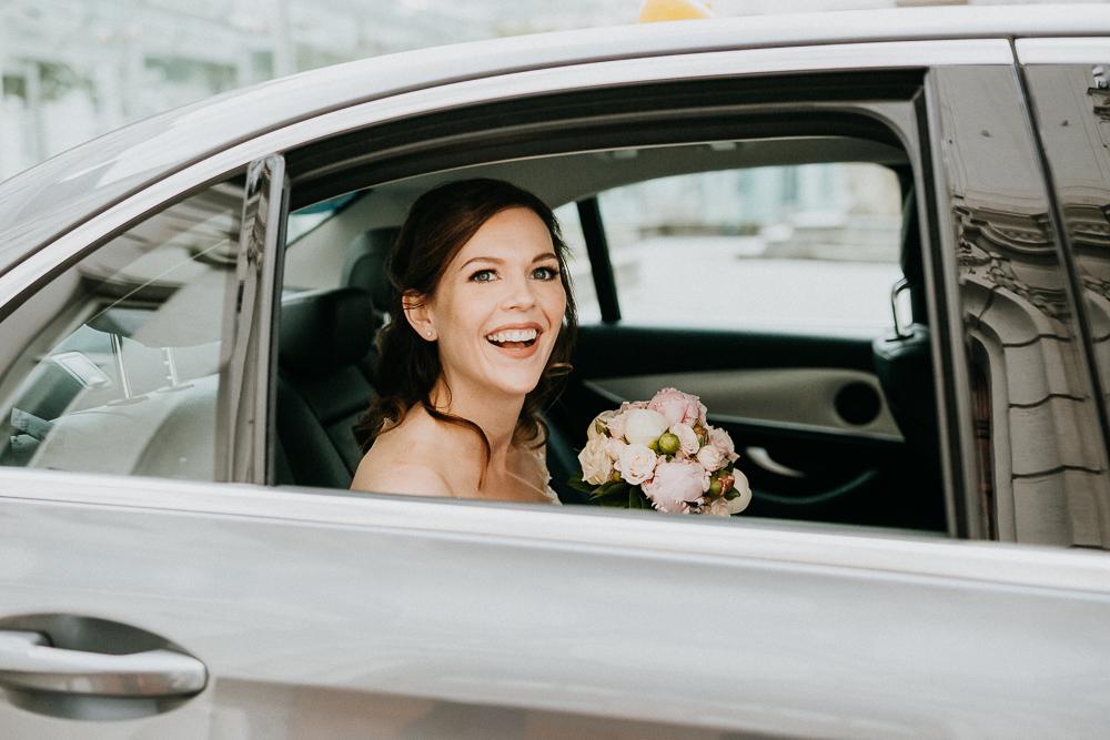 Ankunft Braut bei der Hochzeit in Wien