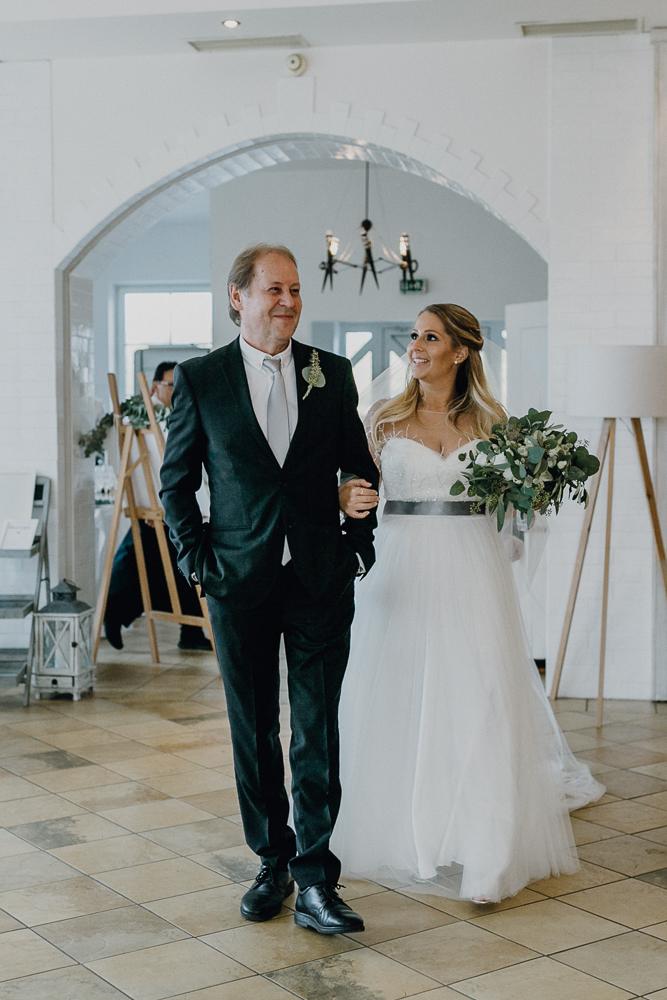 Braut mit Brautvater Hochzeit Schwadorf Wien
