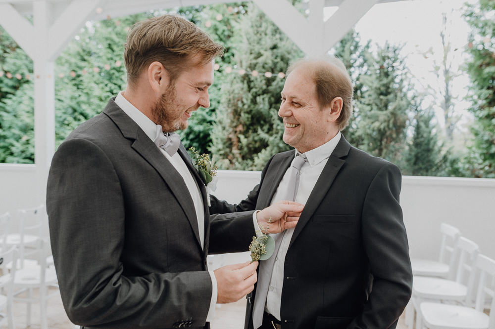 Bräutigam mit Brautvater